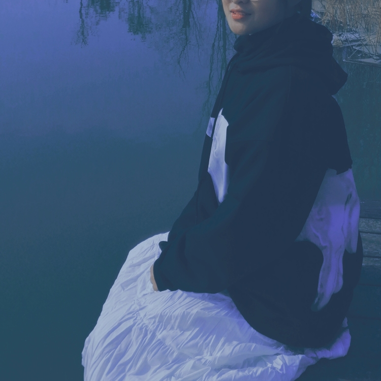 我有点困了-陕西省·渭南市·临渭区-快手-喜欢在快手上分享自己的照片,粉丝数量不多,大概200多个,但是真的很喜欢拍照,会修图