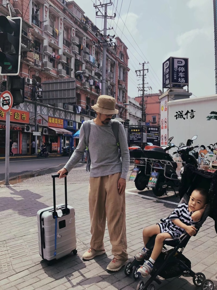 Eve🎁晒娃狂魔🕺🏻阿胶大王-北京市·北京市·顺义区-抖音 微博 美图秀秀 小红书 -探店打卡 街拍 跟拍 也可接买家秀 我老公儿子都可以拍 作品还有好多呢 可以在空间看 每天都有时间 外地报销也可以拍 可以写软文推广 美图 小红书 微博 抖音 今日头条 朋友圈等平台 偶尔也直播