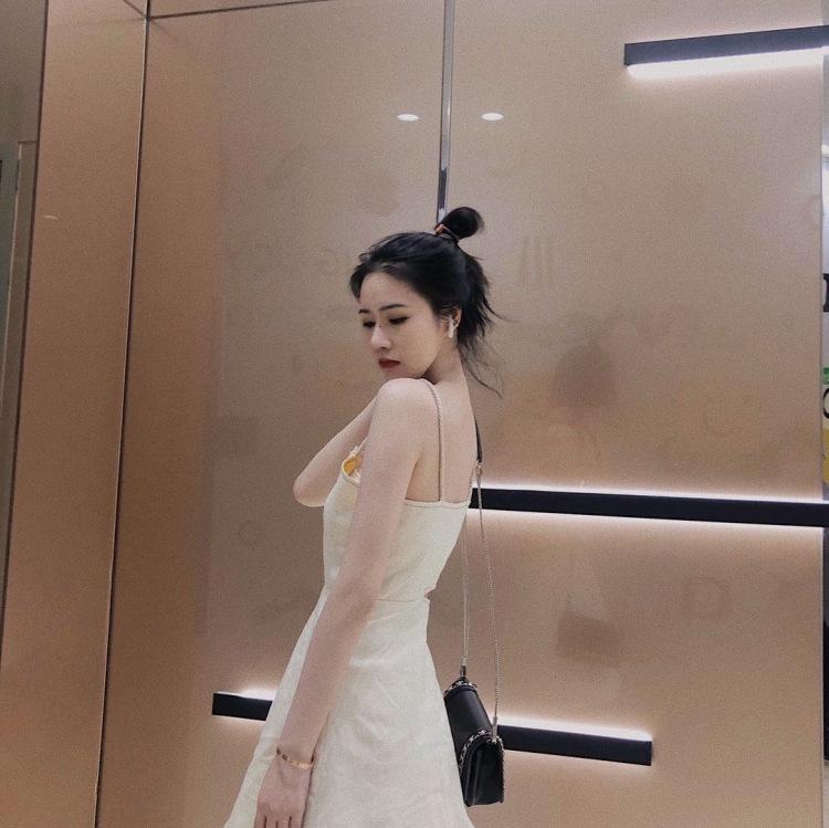 EliauK-浙江省·台州市·椒江区--接寄拍卖家秀,买家秀,短视频,我都可以。之前还做过婚纱模特。