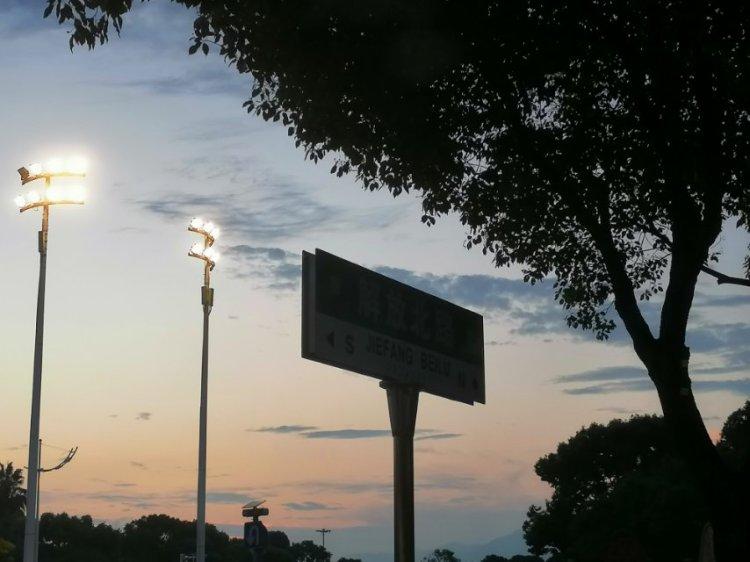 Fiive-浙江省·台州市·椒江区-抖音微博-无特长才艺 一个普普通通的学生 爱好摄影 喜欢拍天空等一些景物 不太适应的色调会用软件进行调色 欢迎暑假约拍