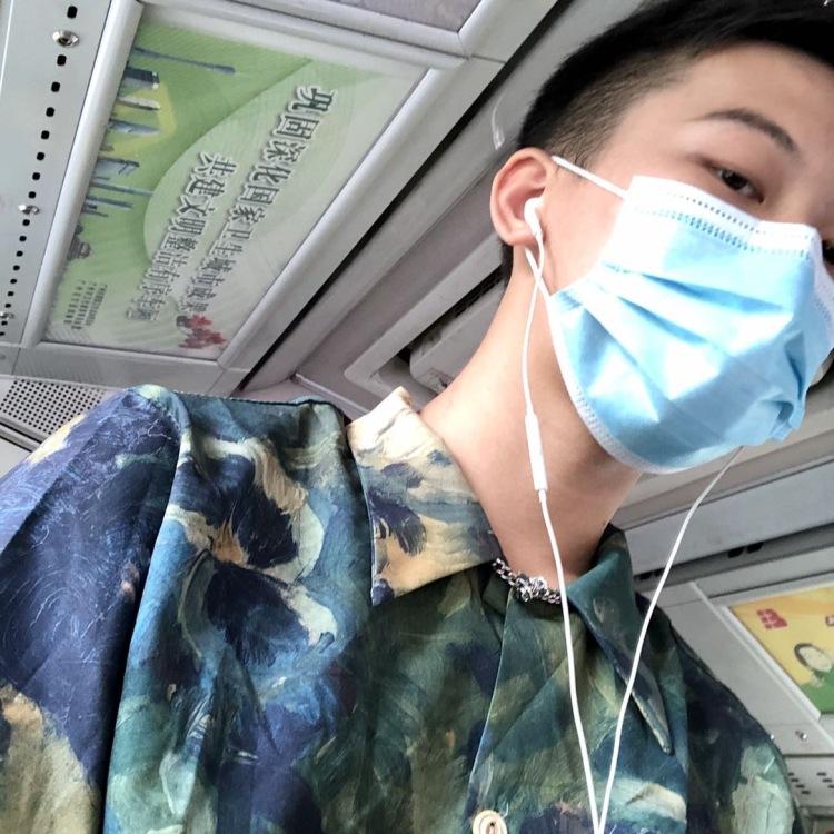 六六-广东省·广州市·海珠区-抖音知乎小红书b站-喜欢唱歌 长得还不错哈 行走的衣服架子 可以更好的衬托产品 希望合作,空闲时间多!