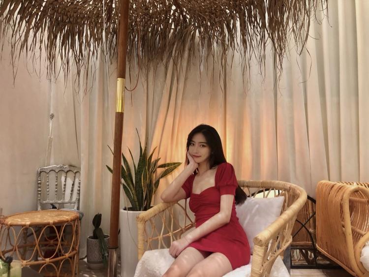 Cherry-河南省·郑州市·金水区-小红书-自由职业,气质佳,身高165体重96,身材比例较好,肤白,五官端正,喜欢穿搭类,买家秀或者探店比较擅长。