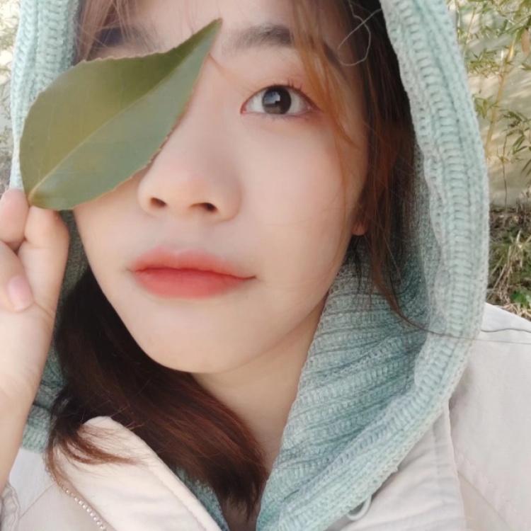 是山南吖-湖北省·武汉市·江夏区-抖音 微博-学生党,热爱汉服、游戏、美食、美妆,正在努力学习拍照和摄影!正在试着尝试各种风格!