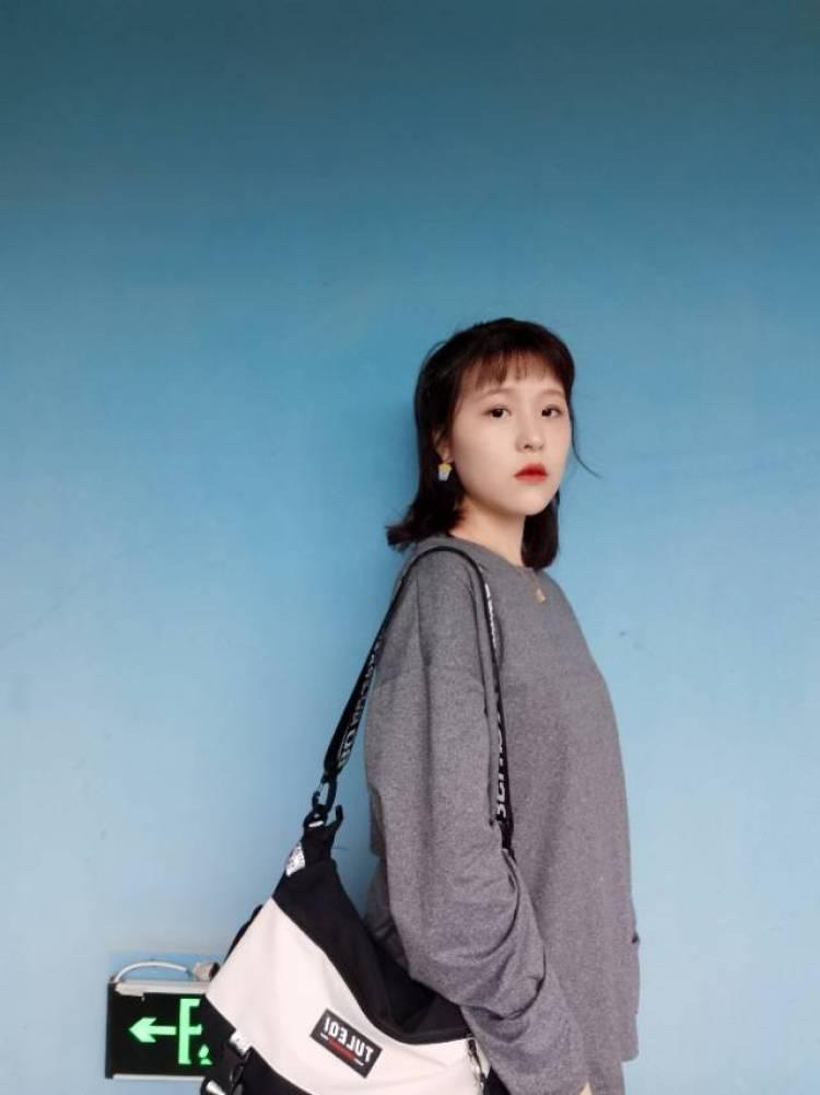 温温-浙江省·杭州市·余杭区--超冷的今天也在认真营业哦~酷酷的包包送拍!昨天收到的,今天就出图,夸夸自己!棒棒!有合作的可联系哈
