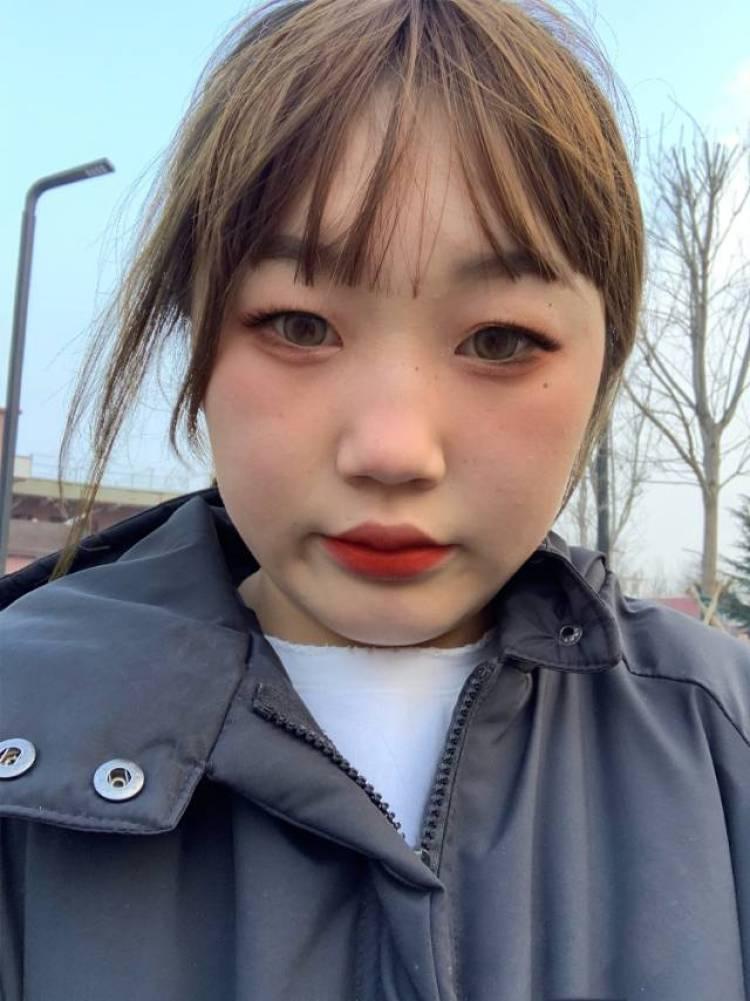 柳冰蕊-河南省·洛阳市·宜阳县--会批图测评什么的都没有问题身高体重属于微胖 粉丝不太多  但一定能按要求服从