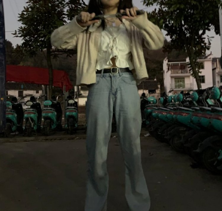 烤奶.-湖北省·黄石市·阳新县--高二美术生   学生党  身高165  体重90 除性感  可以驾驭各种风格