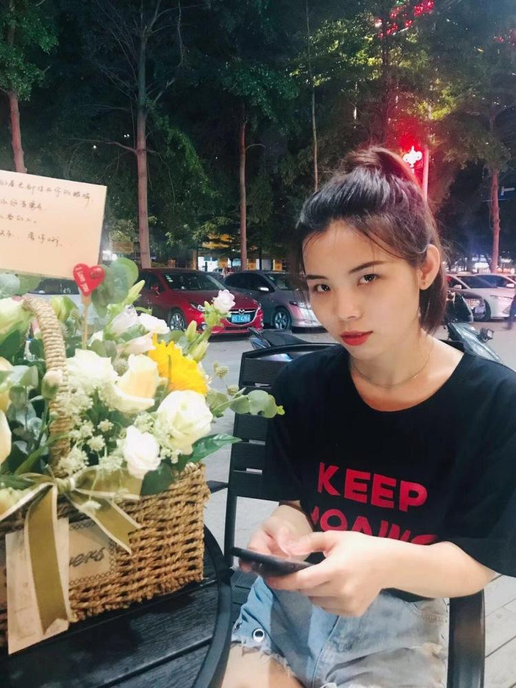 Chenyu-广东省·东莞市·寮步镇--擅长拍照修图,能接学生装,小裙子,袜子,耳环,戒指,其他饰品,18-30岁女生服装各种都可以。