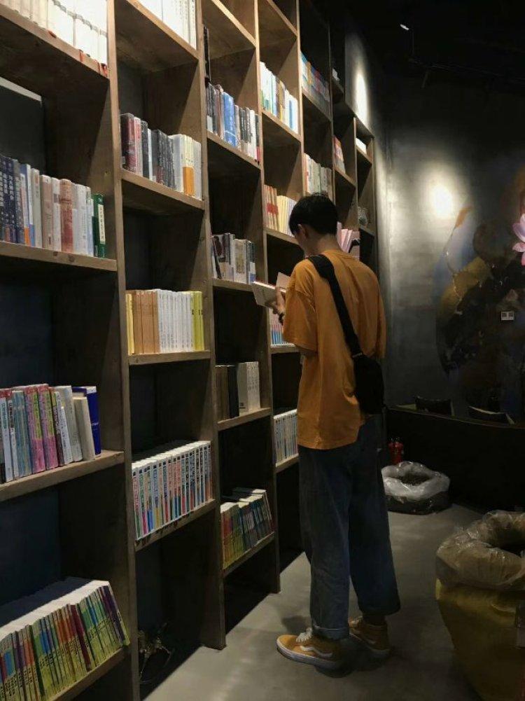 学友热,-安徽省·蚌埠市·龙子湖区-抖音-接寄拍,网拍,身高192,懂搭配,